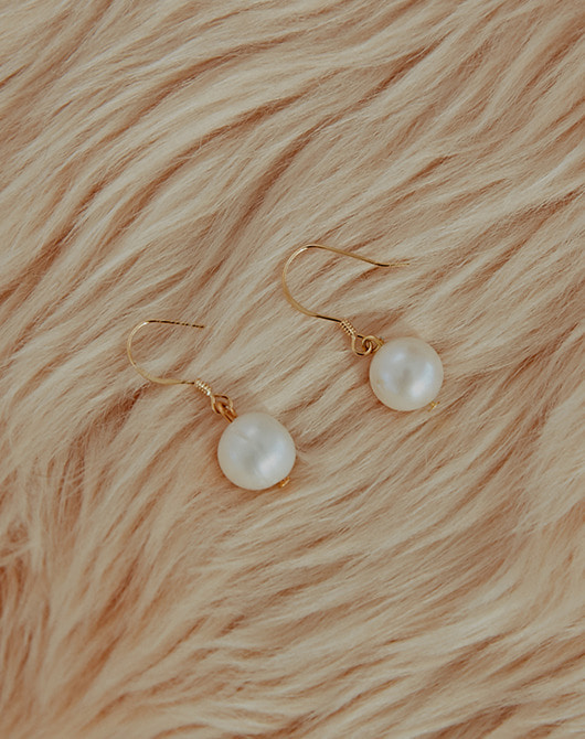 Simple Fresh Water Pearl Earring